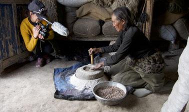 རིག་གནས་བསྡུ་འཇུག་དང་ཉར་ཚགས་བྱེད་པའི་ཐབས་ལམ་མདོར་བསྡུས། | Methods and Techniques for Documenting and Preserving Tibetan Culture